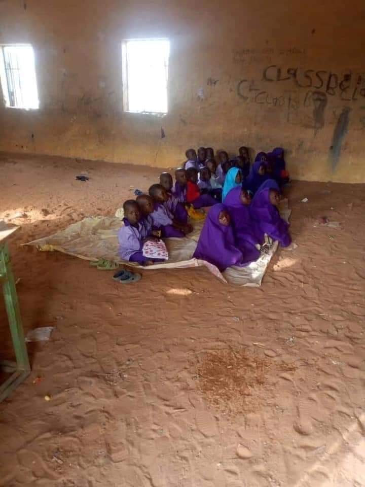Photos of another dilapidated primary school in Kebbi where pupils sit on bare floor
