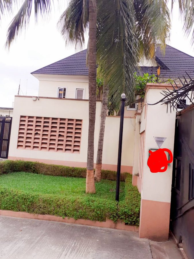 Davido says he just bought a house for his staff (photo)