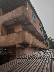 Three storey building partially collapses in Lagos (Photos)