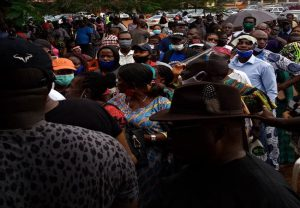 EdoDecides2020: Former Gov Lucky Igbinedion votes amid crowd