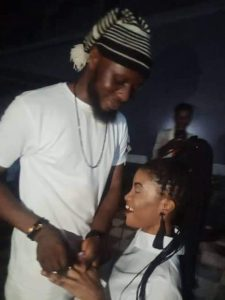 Nigerian lady kneels to accept boyfriend's marriage proposal