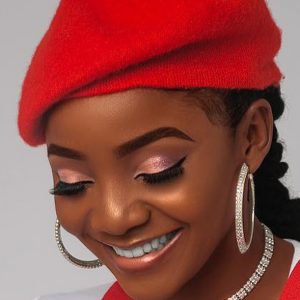 Don't rain curses on the kids of Nigerian politicians. It isn't good for their mental health — Singer Simi