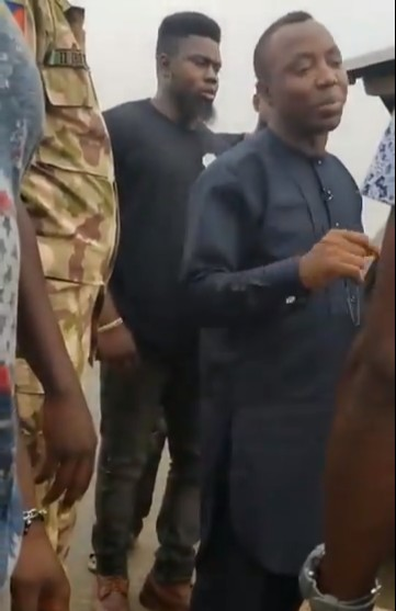 Sowore confronts soldiers abusing citizens