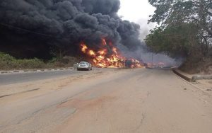 BREAKING: One Dead, Four Vehicles Burnt, Many Injured As Fuel Tanker Explodes In Ogun
