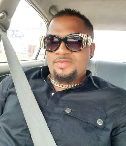 """""""Na the one wey my money reach"""" – Actor Walter Anga replies a fan who mocked him for always wearing female eyeglasses"""