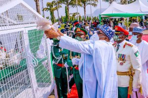 Nigerians react as Pigeons released by President Buhari at Armed Forces Remembrance Day Ceremony refused to fly(VIDEO)
