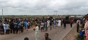 Many travellers are currently trapped on the Abuja-Kaduna highway as angry residents have blocked…