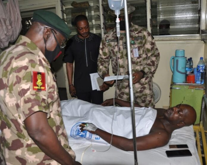 FILE: Chief of Army Staff, Nigerian Army, Lt-Gen Farouq Yahaya (l) chatting up a wounded soldier (in bed). PHOTO: NAN
