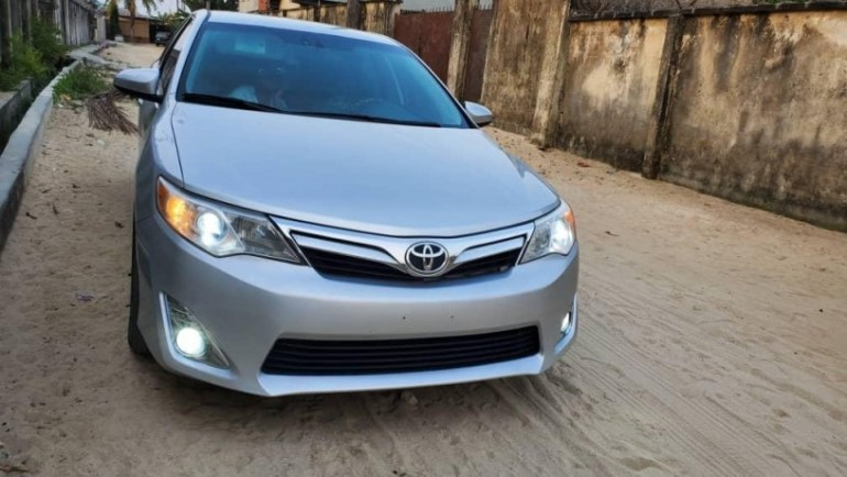 2013-toyota-camry-le-big-0